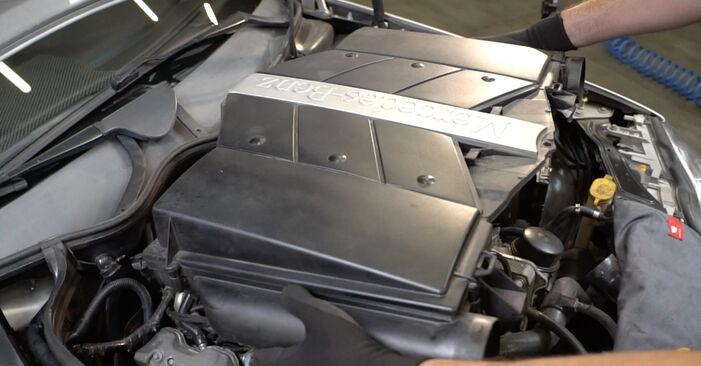 Luftfilter am MERCEDES-BENZ C-Klasse Limousine (W203) C 270 CDI 2.7 (203.016) 2005 wechseln – Laden Sie sich PDF-Handbücher und Videoanleitungen herunter