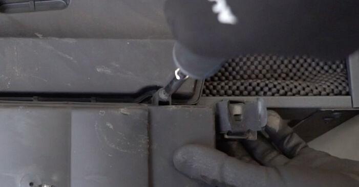 Luftfilter Ihres Mercedes W203 C 200 1.8 Kompressor (203.042) 2000 selbst Wechsel - Gratis Tutorial