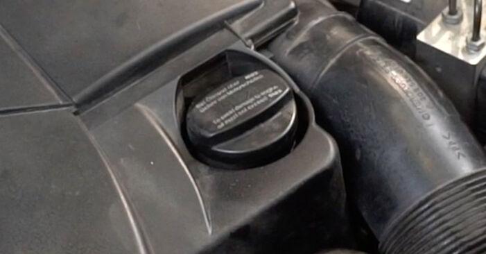 Schritt-für-Schritt-Anleitung zum selbstständigen Wechsel von Mercedes W203 2005 C 200 CDI 2.2 (203.007) Ölfilter