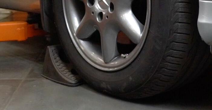 Wie Spurstangenkopf Mercedes W203 C 220 CDI 2.2 (203.006) 2000 tauschen - Kostenlose PDF- und Videoanleitungen