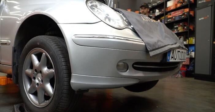 Spurstangenkopf Mercedes W203 C 220 CDI 2.2 (203.008) 2002 wechseln: Kostenlose Reparaturhandbücher