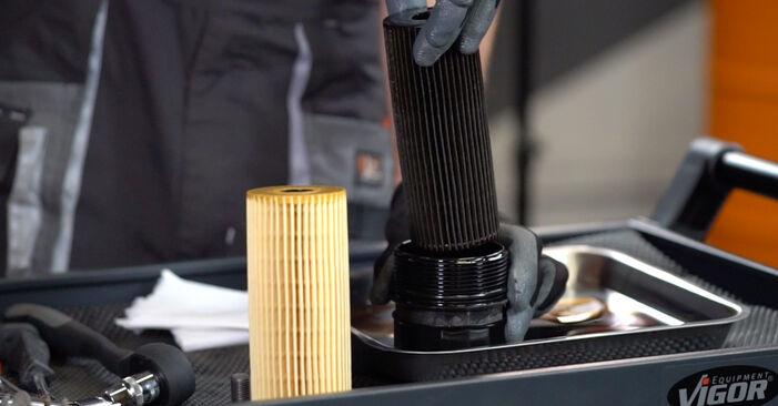 Vaiheittaiset suositukset Mercedes W203 2005 C 200 CDI 2.2 (203.007) -auton Öljynsuodatin-osien tee se itse -vaihtoon