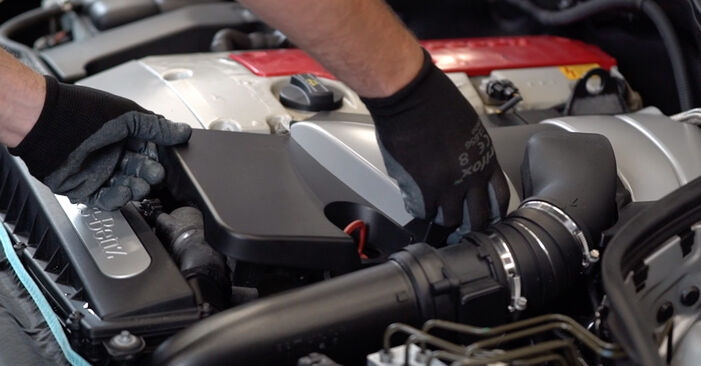 Mercedes W203 C 180 1.8 Kompressor (203.046) 2002 Öljynsuodatin vaihto: ilmaiset korjaamokäsikirjat