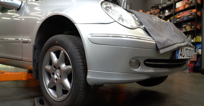 Changing Brake Discs on MERCEDES-BENZ C-Class Saloon (W203) C 200 CDI 2.2 (203.004) 2003 by yourself