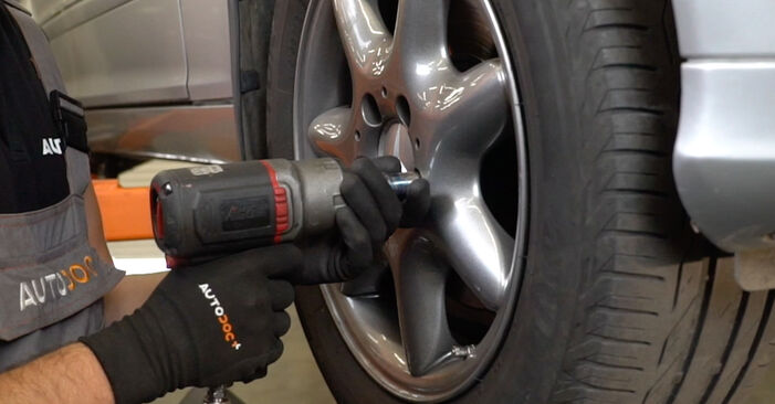 How to remove MERCEDES-BENZ C-CLASS C 200 CDI 2.2 (203.007) 2004 Brake Discs - online easy-to-follow instructions