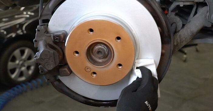 Tausch Tutorial Bremsscheiben am MERCEDES-BENZ C-Klasse Limousine (W203) 2004 wechselt - Tipps und Tricks