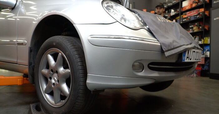 Changing Brake Pads on MERCEDES-BENZ C-Class Saloon (W203) C 200 CDI 2.2 (203.004) 2003 by yourself