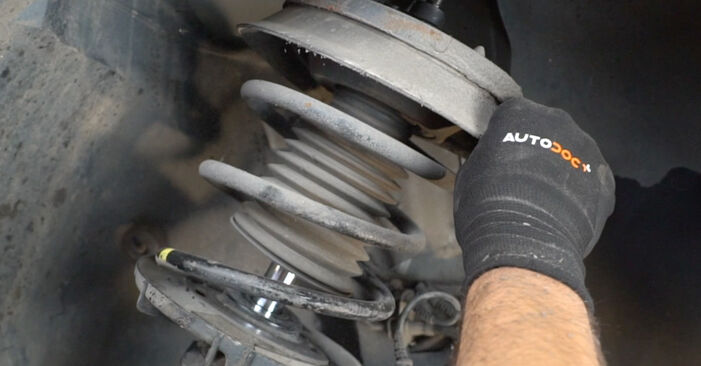 Remplacer Ressort d'Amortisseur sur Mercedes W203 2002 C 220 CDI 2.2 (203.006) par vous-même