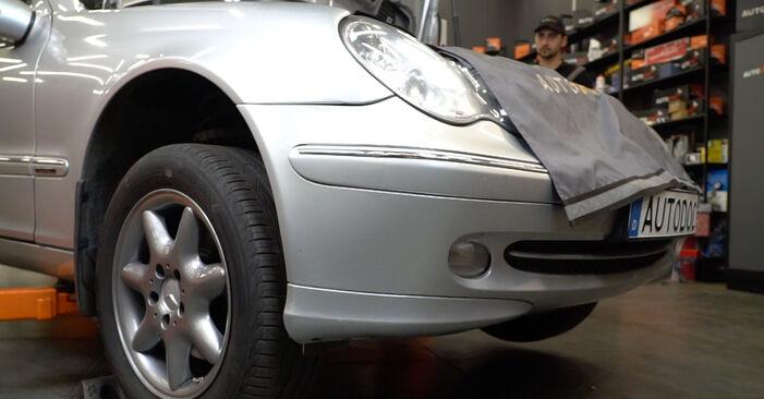Не е трудно да го направим сами: смяна на Пружинно окачване на Mercedes W203 C 200 2.0 Kompressor (203.045) 2006 - свали илюстрирано ръководство