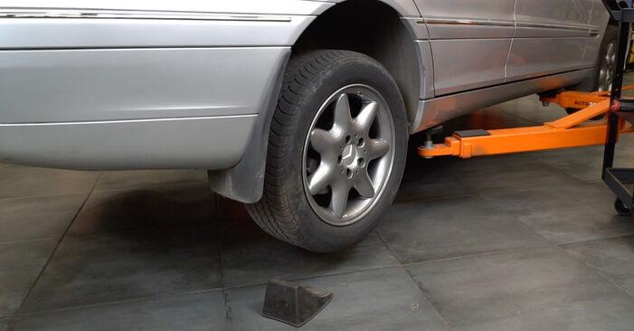 Wie Federn MERCEDES-BENZ C-Klasse Limousine (W203) C 180 1.8 Kompressor (203.046) 2001 austauschen - Schrittweise Handbücher und Videoanleitungen