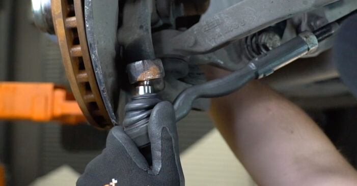 Schritt-für-Schritt-Anleitung zum selbstständigen Wechsel von Mercedes W211 2007 E 280 CDI 3.0 (211.020) Spurstangenkopf