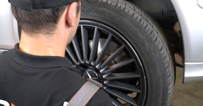 Wie schwer ist es, selbst zu reparieren: Spurstangenkopf Mercedes W211 E 320 CDI 3.0 (211.022) 2008 Tausch - Downloaden Sie sich illustrierte Anleitungen