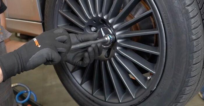 Spurstangenkopf Mercedes W211 E 320 CDI 3.2 (211.026) 2004 wechseln: Kostenlose Reparaturhandbücher