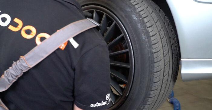 Wechseln Spurstangenkopf am MERCEDES-BENZ E-Klasse Limousine (W211) E 220 CDI 2.2 (211.008) 2005 selber