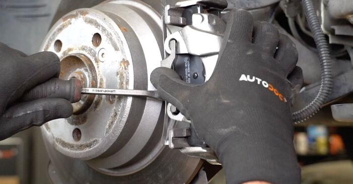 Austauschen Anleitung Bremsbeläge am Mercedes W211 2004 E 220 CDI 2.2 (211.006) selbst