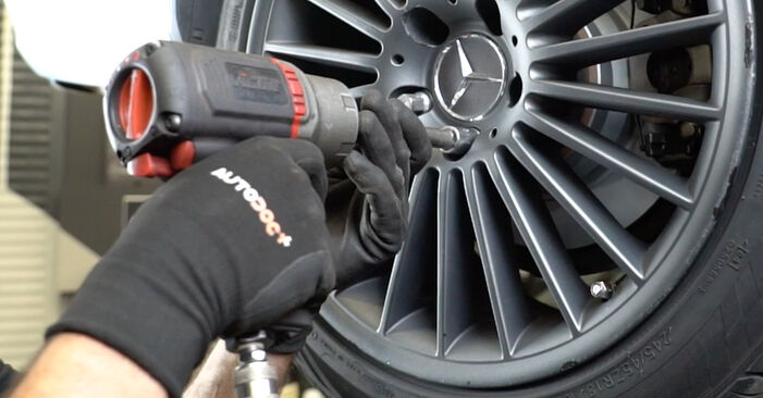 Schritt-für-Schritt-Anleitung zum selbstständigen Wechsel von Mercedes W211 2007 E 280 CDI 3.0 (211.020) Bremsbeläge