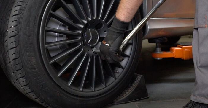 Zweckdienliche Tipps zum Austausch von Bremsbeläge beim MERCEDES-BENZ E-Klasse Limousine (W211) E 320 CDI 3.2 (211.026) 2008