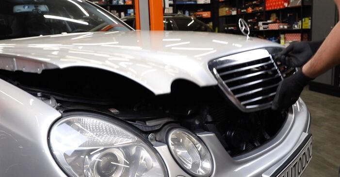 Wie man Motorlager beim Mercedes W211 2002 wechselt - Gratis PDF- und Video-Tutorials