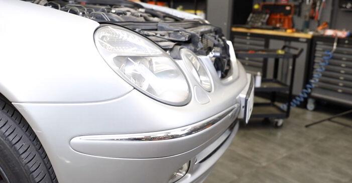 Wieviel Zeit nimmt der Austausch in Anspruch: Motorlager beim Mercedes W211 2002 - Ausführliche PDF-Anleitung