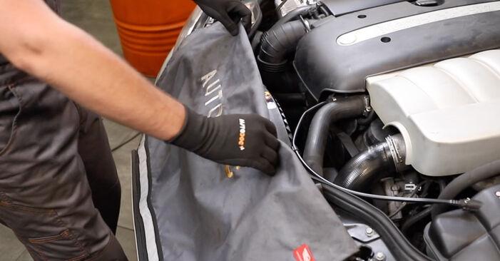 MERCEDES-BENZ E-CLASS E 240 2.6 (211.061) Motorlager ausbauen: Anweisungen und Video-Tutorials online