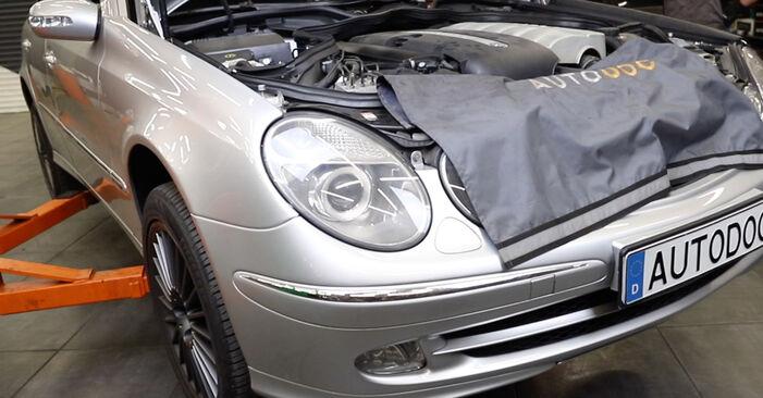 Wie man Motorlager beim MERCEDES-BENZ E-Klasse Limousine (W211) 2007 austauscht – Downloaden Sie sich PDF-Anleitungen und Video-Tutorials