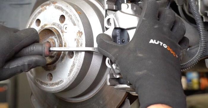 Austauschen Anleitung Bremsscheiben am Mercedes W211 2004 E 220 CDI 2.2 (211.006) selbst