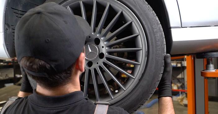 Bremsscheiben beim MERCEDES-BENZ E-CLASS E 200 1.8 Kompressor (211.042) 2009 selber erneuern - DIY-Manual