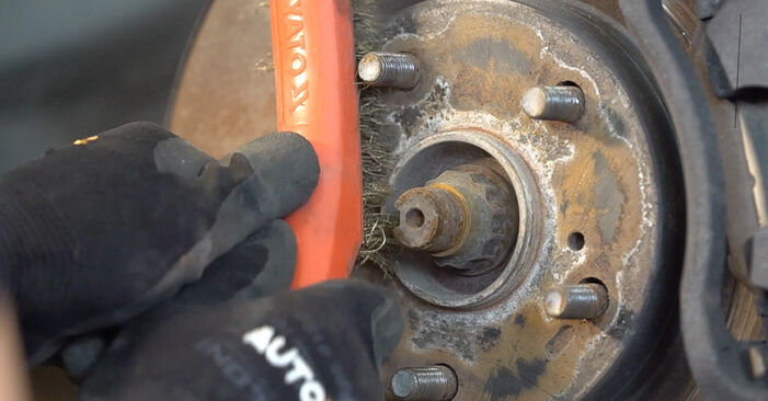 Recomendações passo a passo para a substituição de Toyota RAV4 III 2009 2.0 (ZSA35_) Tirante da Barra Estabilizadora por si mesmo
