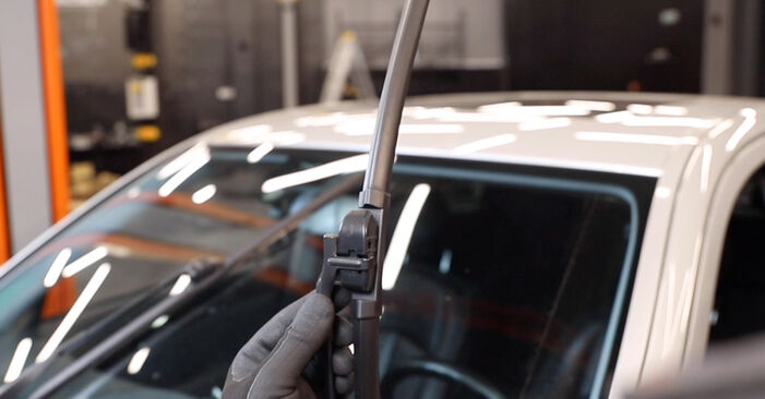 Changing Wiper Blades on MERCEDES-BENZ E-Class Saloon (W211) E 220 CDI 2.2 (211.008) 2005 by yourself