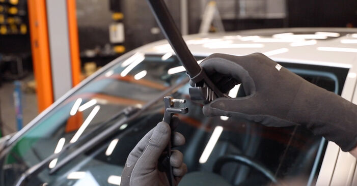 How to remove MERCEDES-BENZ E-CLASS E 280 CDI 3.0 (211.020) 2006 Wiper Blades - online easy-to-follow instructions