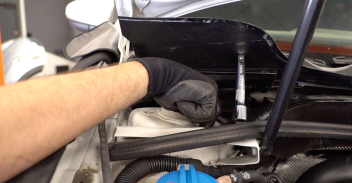 How to change Shock Absorber on VW GOLF VI (5K1) 2008 - tips and tricks