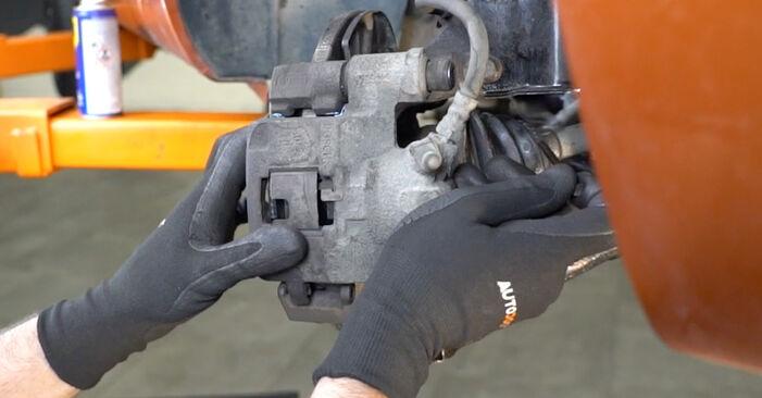 Bremsbeläge Fiat Panda 169 1.2 Natural Power 2005 wechseln: Kostenlose Reparaturhandbücher