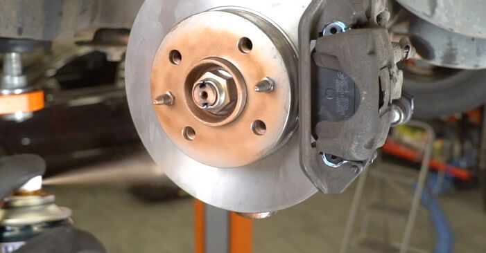 Bremsbeläge am FIAT PANDA (169) 1.3 D Multijet 2008 wechseln – Laden Sie sich PDF-Handbücher und Videoanleitungen herunter