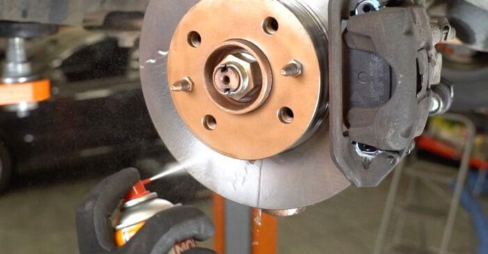 Wie schwer ist es, selbst zu reparieren: Bremsbeläge Fiat Panda 169 1.4 2009 Tausch - Downloaden Sie sich illustrierte Anleitungen