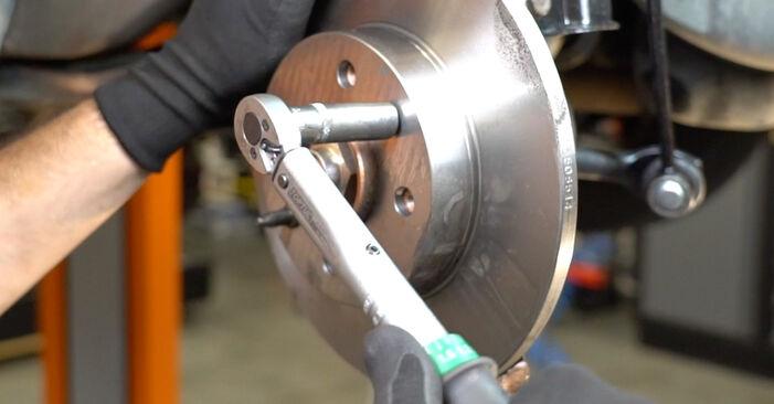 Ar sudėtinga pasidaryti pačiam: Fiat Panda 169 1.4 2009 Stabdžių diskas keitimas - atsisiųskite iliustruotą instrukciją