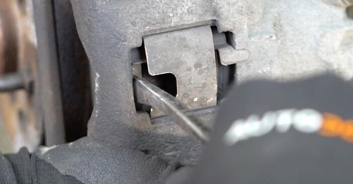 FIAT PANDA 2010 Stabdžių diskas išsami keitimo instrukcija