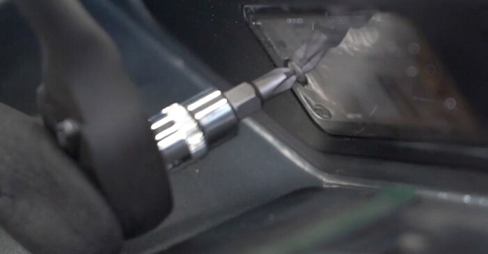 Byta Audi A4 B7 Sedan 1.9 TDI 2006 Skyltbelysning: gratis verkstadsmanualer