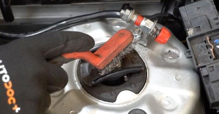 Stoßdämpfer Mercedes W203 C 220 CDI 2.2 (203.008) 2002 wechseln: Kostenlose Reparaturhandbücher