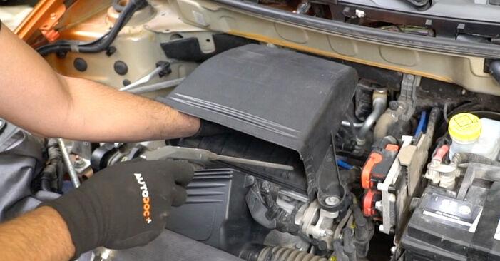 Aké náročné to je, ak to budete chcieť urobiť sami: Vzduchový filter výmena na aute Fiat Panda 169 1.4 2009 – stiahnite si ilustrovaný návod