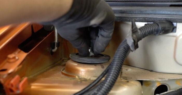 Tausch Tutorial Stoßdämpfer am FIAT PANDA (169) 2015 wechselt - Tipps und Tricks