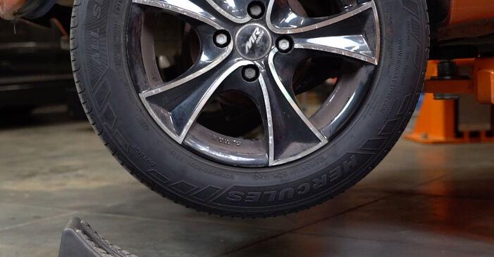 Ako vymeniť FIAT PANDA (169) 1.2 2004 Lozisko kolesa – návody a video tutoriály krok po kroku.