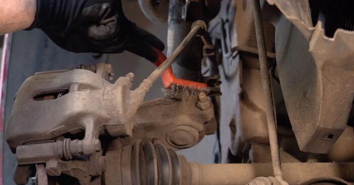 Hvordan man udskifter CITROËN C3 I Hatchback (FC_, FN_) 1.4 HDi 2003 Fjeder - trin-for-trin manualer og video vejledninger