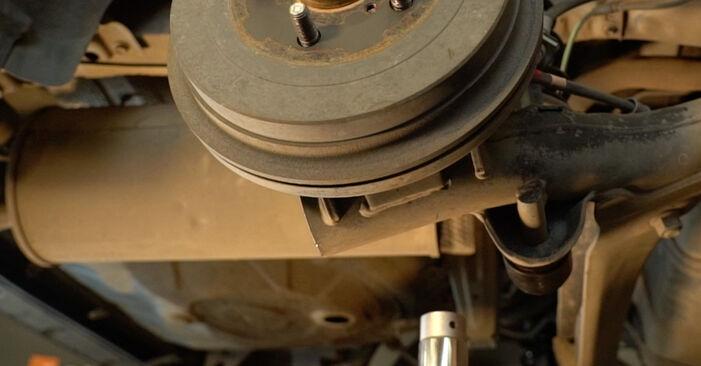 Changer Ressort d'Amortisseur sur TOYOTA PRIUS 3/5 portes (NHW20_) 1.5 Hybrid (NHW2_) 2006 par vous-même