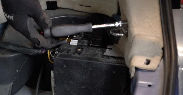 Remplacer Ressort d'Amortisseur sur Toyota Prius 2 2006 1.5 (NHW2_) par vous-même