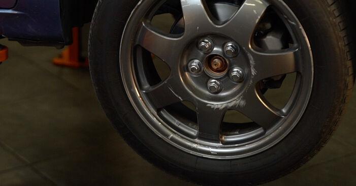 Schritt-für-Schritt-Anleitung zum selbstständigen Wechsel von Toyota Prius 2 2009 1.5 (NHW2_) Federn