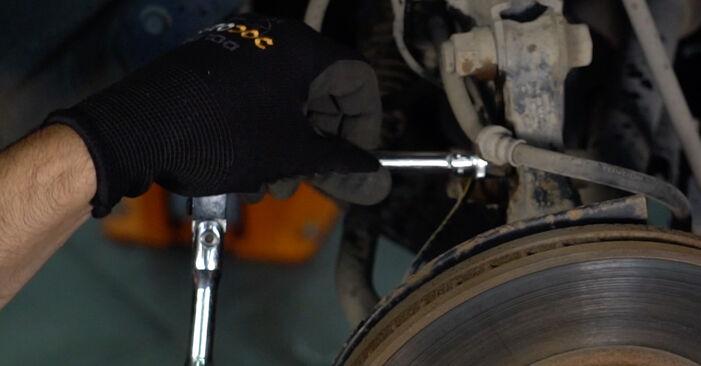 Sostituendo Molla Ammortizzatore su Toyota Auris e15 2009 1.4 D-4D (NDE150_) da solo