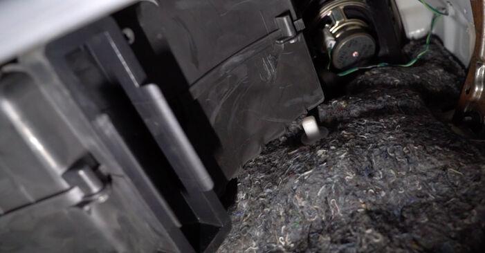 Wie Innenraumfilter CITROËN C1 (PM_, PN_) 1.0 2005 tauschen - Kostenlose PDF- und Videoanleitungen