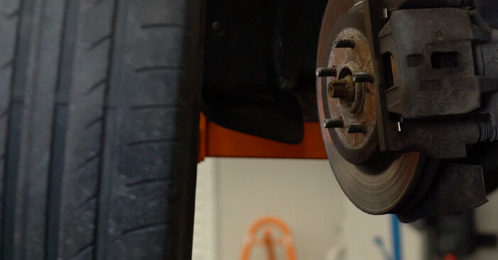 Смяна на LEXUS RX 3.3 400h AWD Пружинно окачване: онлайн ръководства и видео уроци