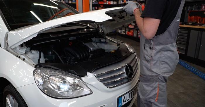 Kaip pakeisti Spyruoklės la Mercedes W245 2004 - nemokamos PDF ir vaizdo pamokos