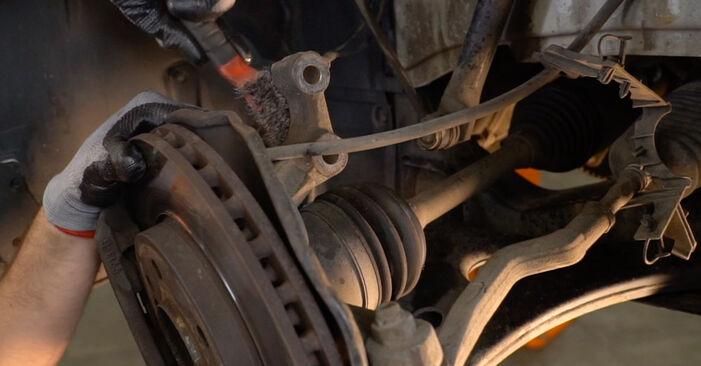 Ar sudėtinga pasidaryti pačiam: Mercedes W245 B 180 1.7 (245.232) 2010 Spyruoklės keitimas - atsisiųskite iliustruotą instrukciją
